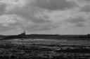 marée basse sur une plage non loin du phare
